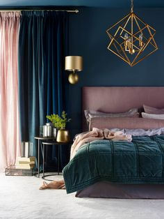 SIMPLY STUNNING, LOVE THE DIVINE COLOUR COMBO, WHICH WORKS SO WELL & LOOKS JUST GORGEOUS, ESPECIALLY WITH THE BED LINEN, MATCHING! -THEN, THE SUPERB LIGHT!⚜