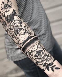 42 coolest matching BFF tattoos that prove that your friendship is forever Music Tattoos, Body Art Tattoos, New Tattoos, Tattoos For Guys, Tattoos For Women, Tatoos, Trendy Tattoos, Unique Tattoos, Beautiful Tattoos