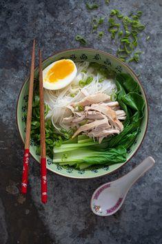 Aziatische kippensoep Baking Recipes, Soup Recipes, Great Recipes, Favorite Recipes, Recipe Ideas, Asian Recipes, Ethnic Recipes, Ramen, Food Porn