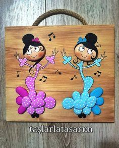 Pebble Painting, Pebble Art, Stone Painting, Pottery Painting Designs, Rock Painting Designs, Stone Crafts, Rock Crafts, Rock And Pebbles, Rock Design