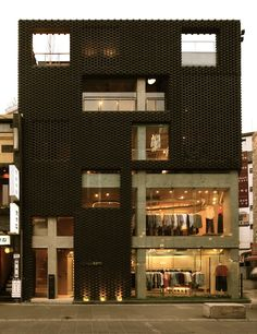 Poroscape / Chung Young Han Brick + concrete + glass facade designed by Korean architect Chung Young Han of studio Archiholi, for a retail space in Seoul. Brick Architecture, Interior Architecture, Building Facade, Building Design, Retail Facade, Brick Facade, Glass Facades, Commercial Architecture, Facade Design