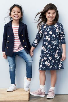 Spice up your wardrobe with new looks to love! Discover easy, casual dresses and separates. | H&M Kids