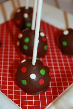 Christmas Cake Pops #christmas #cakepops #RecipeIdea