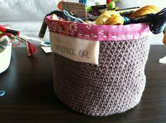 Easy tutorial on making crochet buckets.  DIY fabric labels too!!