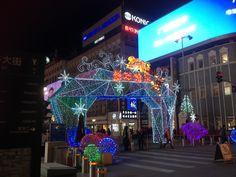 Wangfujing shoppinggata i nattbelysning. Shopping Street, Beijing, Times Square, In This Moment, Night, Travel, Asia, Pictures, Viajes