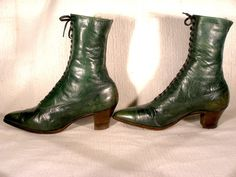 High lace green boots ca. 1910. Peter Quill, Green Boots, Vintage Shoes, Twin, Booty, Lace, Color, Fashion, Moda