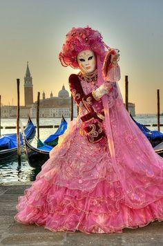 Participate in ~ Carnival in Venice 2013 ~  VIVI I COLORI   26th January - 12th February.
