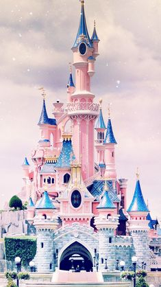 Iphone Wallpaper - Disney castle iPhone wallpaper - Iphone and Android Walpaper Disney Parks, Art Disney, Disney Kunst, Disney Magic, Disney Mickey, Wallpaper Iphone Disney, Wallpaper S, Wallpaper Backgrounds, Iphone Background Disney
