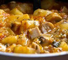 Mancare de cartofi cu ciuperci Romanian Food, Romanian Recipes, Tasty, Yummy Food, Pork, Potatoes, Cooking Recipes, Ethnic Recipes, Sweet