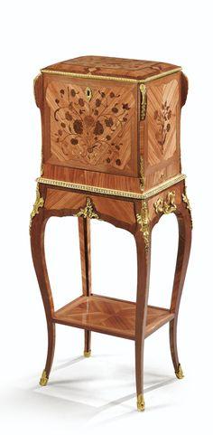 Coffret à bijoux en marqueterie de bois de rose et d'amarante, et bronze doré d'époque Louis XV, estampillé R.V.L.C. A GILTBRONZE, TULIPWOOD AND AMARANTH FLORAL MARQUETRY COFFRET À BIJOUX, LOUIS XV, STAMPED R.V.L.C.