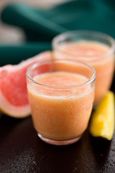 Grapefruit Banana and Mango Smoothie - Tesco Real Food - Tesco Real Food Mango Smoothie Recipes, Blackberry Smoothie, Weight Loss Smoothie Recipes, Smoothie Prep, Mango Margarita, Tesco Real Food, Clean Eating Snacks, Grapefruit, Detox