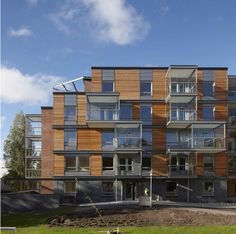 Built by Arkkitehdit Hannunkari & Mäkipaja Architects in Helsingfors, Finland with date 2010. Images by Mikael Linden. A complex of two apartment houses for social housing in the suburban area of Malmi in Helsinki, Finland.An innovativ...