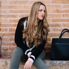http://www.pintalabios.info/es/look-dia/view/es/207 Nuevo #Look #LookDelDia en pintalabios.info V NECK SWEATER Today I want to show you this awesome v neck sweater I am really obsessed latelly, paired with khaki jeans and with black, just love the final result. Hoy quiero enseñaros éste precioso jersey con escote V del que estoy realmente enamorada, lo he combinado con jeans en color caqui, me encanta el resultado!     Regístrate en pintalabios.info y haz publicidad gratuita de tus look de…