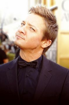 I have a thing for short men and blonde men and ugh if Jeremy Renner does not fit the bill... So sexy