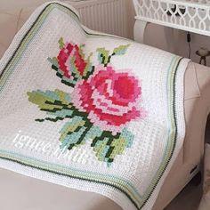 Little Treasures: Crochet inspiration - Pixel Crochet Blankets Crochet Square Patterns, Patchwork Patterns, Crochet Blanket Patterns, Crochet Designs, Crochet Pattern, Manta Crochet, Diy Crochet, Crochet Doilies, Crochet Flowers