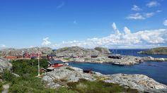 <p><b>HER VIL VI FERIERE:</b> Nordmenn knytter seg til Sverige ved å kjøpe hytte i grensetraktene. Bildet viser bebyggelse på Storön på Väderöarna i Bohuslän i Västra Götalands län.</p>