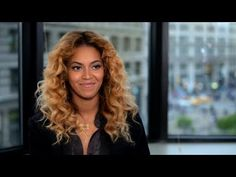 Beyonce Records A Video For The Obama Campaign After penning a letter expressing her love for First Lady Michelle Obama earlier this year, Beyonce has now released this video reading the letter. Michelle Obama, Obama Watch, Obama Campaign, Beyonce Style, African American Women, Miranda Kerr, Great Memories, Love Her, Beauty Hacks