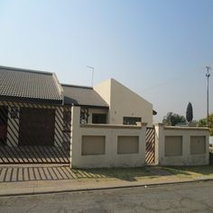 gauteng johannesburg-south coalbrook house for-sale 1292092 - Property.CoZa For Sale & To Rent South Africa New Property, Property Listing, Built In Cupboards, Garden Features, Home Bedroom, Queen Size, Living Area, Yard, Building