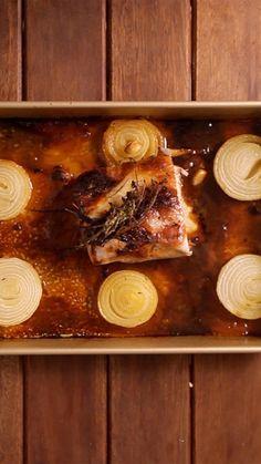 Esse lombo de porco com mel e mostarda fica super saboroso e suculento.