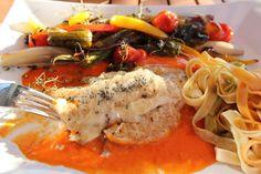 Schollenfilet an aufgeschlagener Butter-Tomaten-Sauce, als Fischrezept super für das Hauptgericht von einem Menü geeignet, Maischolle mit Ofengemüse und Pasta. Und hier ist das Rezept http://wolkenfeeskuechenwerkstatt.blogspot.de/2012/06/schollenfilet-aufgeschlagener-butter.html