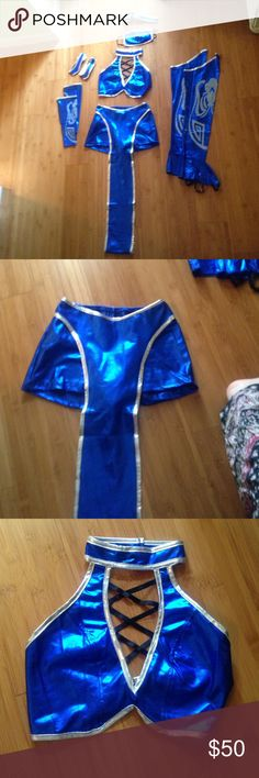 Mortal Kombat Kitana costume size xs Kitana costume comes with mask, arm bands, leg pieces, top, and shorts with sash (runs true to size) perfect for Halloween or raves! Other