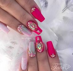 New Nail Art Design With Glitter Stiletto Ideas Fancy Nails, Bling Nails, Cute Nails, Pretty Nails, Fabulous Nails, Perfect Nails, Gorgeous Nails, Gel Uv Nails, Nail Manicure
