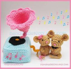 Mouse Couple playing with Gramophone Amigurumi PDF Crochet Pattern