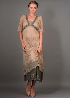 http://wardrobeshop.com/content/new-titanic-dress-nataya-40007
