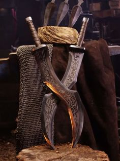 Pretty Knives, Cool Knives, Ninja Weapons, Weapons Guns, Armor Concept, Weapon Concept Art, Swords And Daggers, Knives And Swords, League Of Legends