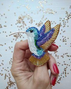 ✨✨✨ Как же мне полюбились эти птички ❤ так красиво они переливаются ________  Колибри сделана на заказ  Японский бисер  Изнанка эко кожа  Надежный замочек _______  ЗАКАЗАТЬ брошь Колибри  direct  WA/Viber +7/912/6877367  Юго западный район