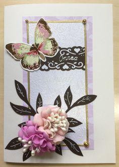 Onnittelukortti askartelemalla. Foamiran-kukat ostettu eräältä taitavalta henkilöltä Facebookin askartelukauppatorilta.🌿🦋🌸