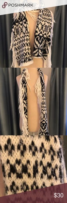 Free People Scarf Great condition! Free People Accessories Scarves & Wraps