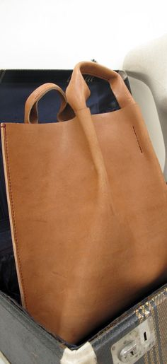 Hand-stitched handheld leather tote bag black / by HIDDENGEMstudio