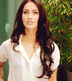 I want Megan Fox's hair :(