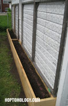 Raised bed gardens can save you loads of hours of digging out your yard, bring great garden design to your property, and give your family food to eat for a lifetime! Check out these 9 DIY Raised Bed G(Diy Garden Design) Raised Bed Garden Design, Building A Raised Garden, Vertical Garden Design, Design Jardin, Raised Beds, Raised Flower Beds, Garden Planning, Backyard Landscaping, Backyard Ideas