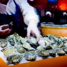 Seleccion de ostras de diferentes procedencias y sabores.Pedir una degustacion vertical de ostras si es su primera visita.Defendemos este prodcuto al natural, para apreciarlo y respetarlo como es, delicado y sutilVenid a bucear en nuestro oceano particular.