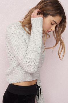 Crop Sweater Cropped Sweater Outfit, Sweater Outfits, Cute Outfits, Garage Clothing, My Outfit, Outfit Ideas, Sweater Weather, Fashion Outfits, Sweaters