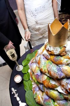 only in Louisiana...king cake wedding cake!  NO EFFING WAY! I am soo doing this!