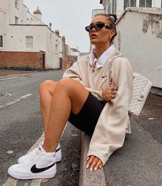 Adrette Outfits, Skater Girl Outfits, Retro Outfits, Cute Casual Outfits, Stylish Outfits, Vintage Outfits, Trendy Fall Outfits, Cream Outfits, City Outfits