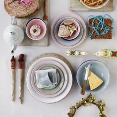 Servise fra Rörstrand - Swedish grace! Middagstallerken i hvitt Skåler (suppe) i blå eller grønn Kopper (30/50 cl) i rosa og masse annet