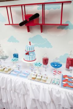 Ideas Baby Shower Vintage Boy Decor Airplane Party For 2019 Birthday Table, 3rd Birthday Parties, Boy Birthday, Birthday Ideas, Planes Birthday, Planes Party, Vintage Airplane Party, Vintage Airplanes, Airplane Baby Shower