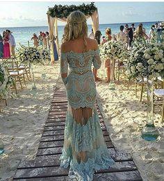 Pra quem sonha em casar na praia �� #noivas #casamento #noivos #casar #praia #mar #dia #wedding #party #weddingparty #celebration #bride #groom #bridesmaids #happy #happiness #unforgettable #love #forever #weddingdress #weddinggown #weddingcake #family #smiles #together #ceremony #romance #marriage #weddingday http://gelinshop.com/ipost/1521223308111503037/?code=BUceIn4B969
