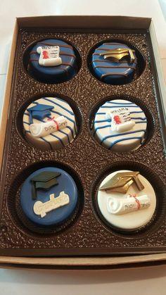 Trendy Ideas For Cake Pops Graduation Chocolate Covered Chocolate Covered Treats, Chocolate Dipped Oreos, Chocolate Covered Strawberries, Chocolate Chocolate, Oreo Treats, Party Treats, Oreo Cookies, Oreo Desserts, Graduation Desserts