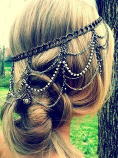 Beautiful head piece. I could probably figure out how to make this. #Hair