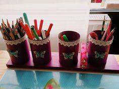 Stiftehalter aus konservendosen und einem alten Brett, für den Kinder Schreibtisch