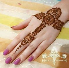 Beautiful Easy Finger Mehndi Designs Styles contains the elegant casual and formal henna patterns to try for daily routines, eid, events, weddings Henna Hand Designs, Mehndi Designs Finger, Mehndi Designs For Girls, Mehndi Designs For Beginners, Mehndi Designs For Fingers, Latest Mehndi Designs, Simple Mehndi Designs, Tattoo Designs, Henna Tattoo Hand