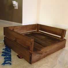 Make a Pallet Dog Bed – DIY projects for everyone! Diy Dog Bed, Diy Bed, Animal Projects, Diy Projects, Palet Projects, Pallet Dog Beds, Bed Pallets, Diy Pallet, Dog Furniture