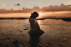 Maternity silhouette Sunset Photoshoot - The colors are amazing -