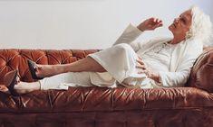 Seconde main de luxe on en parle ? - MireilleOver60 La Vitrine à Nice est un dépôt-vente pas comme les autres. Uniquement des accessoires, principalement des chaussures, très haut de gamme. Remises en état par des professionnels avant d'être proposées à la vente. Concept innovant et unique. On  adhère totalement Ouverture 20 septembre 2020 au 7 rue de Russie Nice, et en ligne. #chaussures #luxe #secondemain #recyclage #antigaspi #stopwaste #upcycling Mode Cool, Totalement, Cool Stuff, Unique, Blog, Glass Display Case, Ladies Shoes, Accessories, Russia