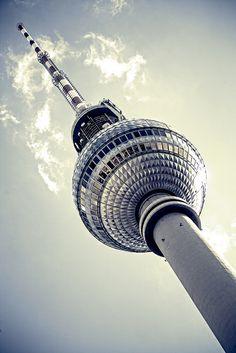 Berlin, Germany:  Fernsehturm o torre della televisione in cui c'è un ristorante in cui ho mangiato :)